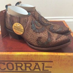 🆕 CORRAL tan turquoise leather studded ankle boot